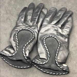 Woman's Leather Gloves